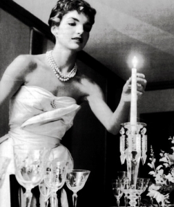 jackie-jacqueline-bouvier-kennedy-lighting-candle-dinner-party-2