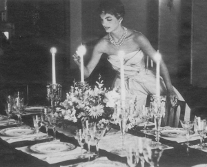 jackie-jacqueline-bouvier-kennedy-lighting-candle-dinner-party-3
