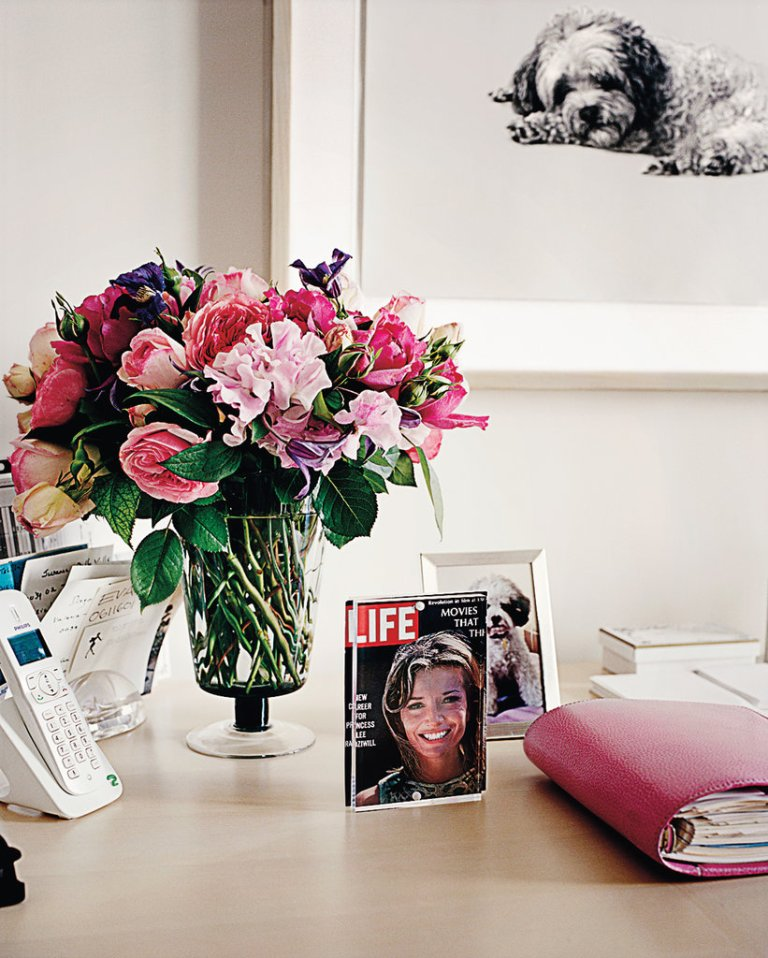 Lee-Radziwill's-Paris-Apartment-Desk