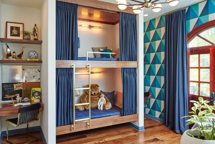 4THJCute-bunk-beds-and-desk-area