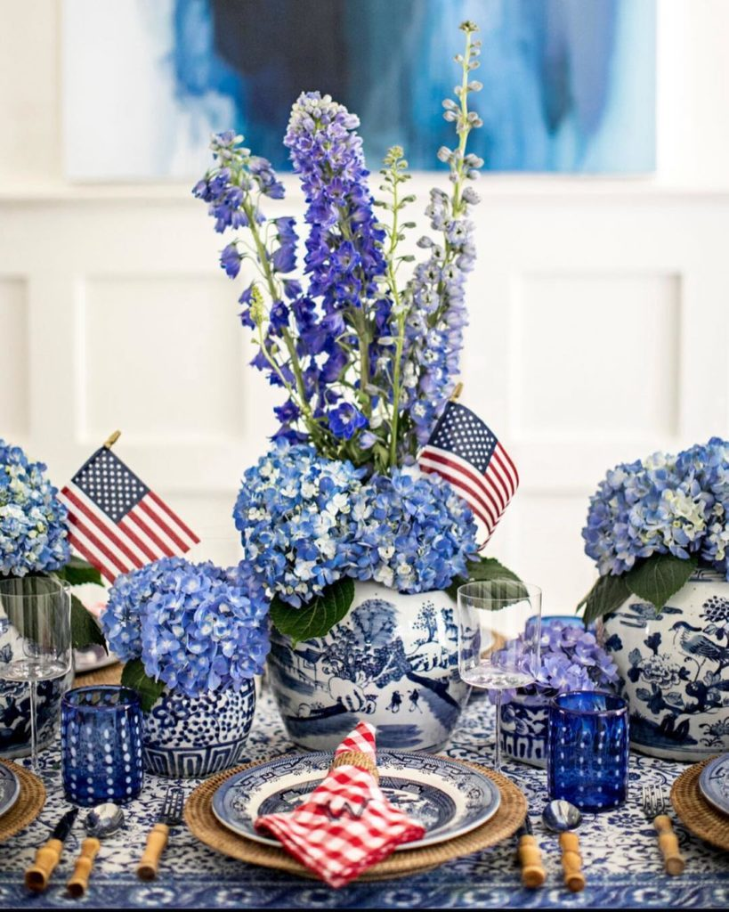 4thjred-white-blue-patriotic-tablescape-table-setting-american-flag-gingham-hydrangea-bamboo-flatware-chinoiserie-ginger-jars