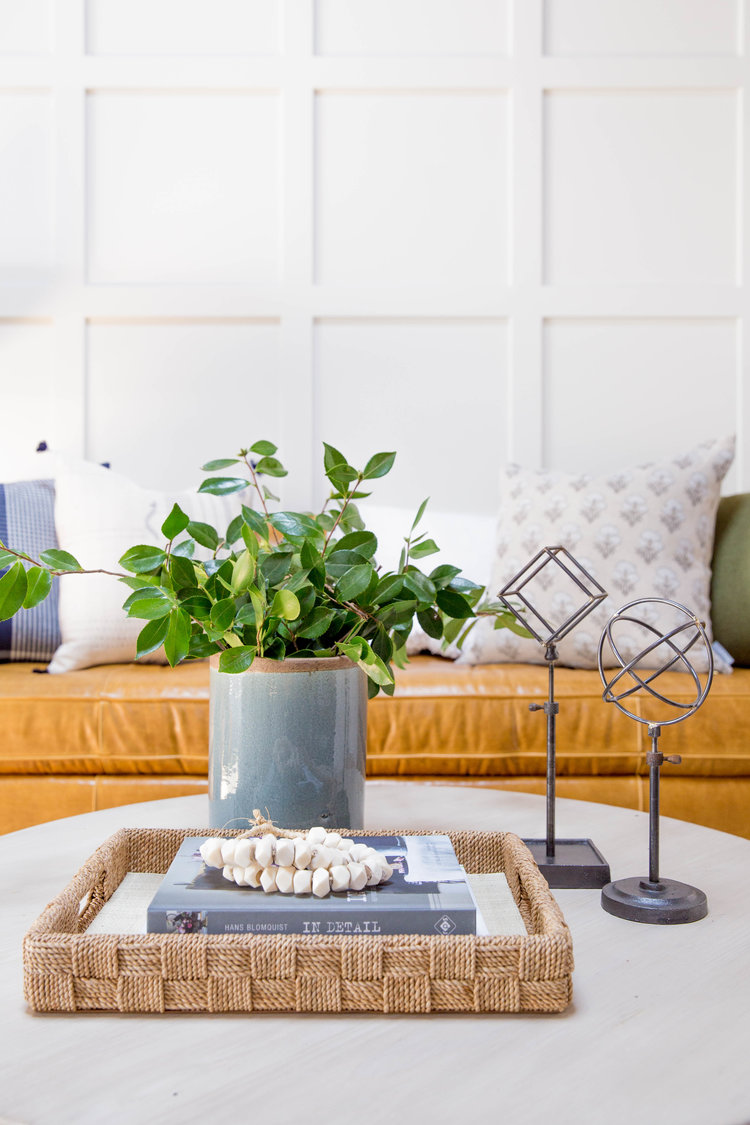 How+to+Style+a+Round+Coffee+Table-1