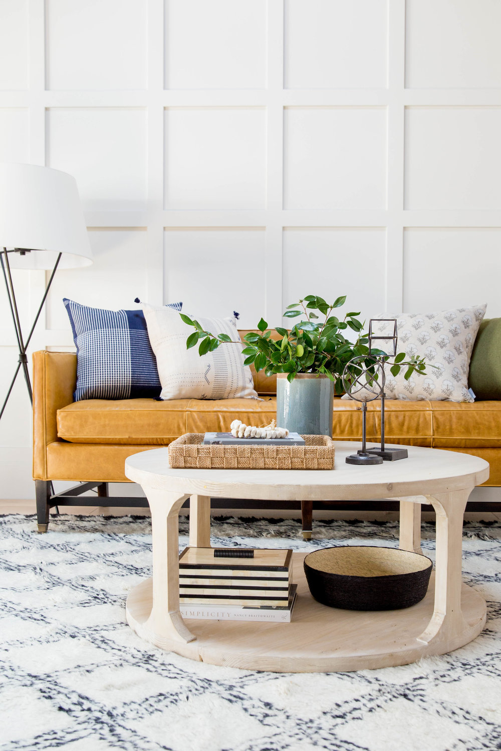 How+to+Style+a+Round+Coffee+Table