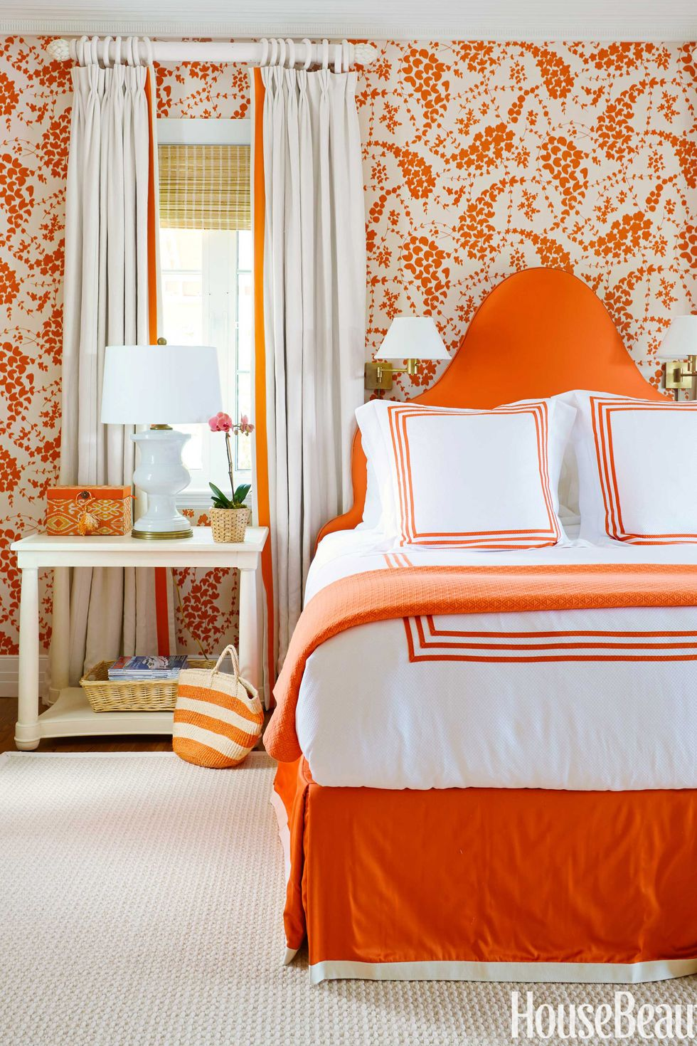 54c498a41706c_-_09-hbx-orange-bedroom-1114-de