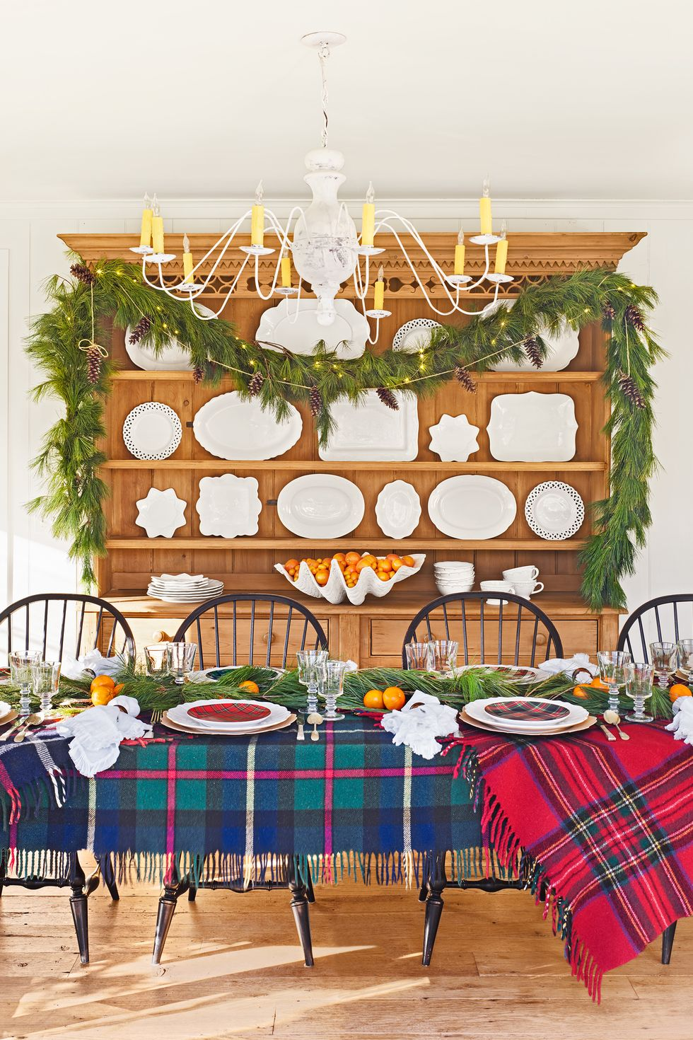 christmas-garlands-clx120117wellmurphy-06-copy-1567614536.jpg