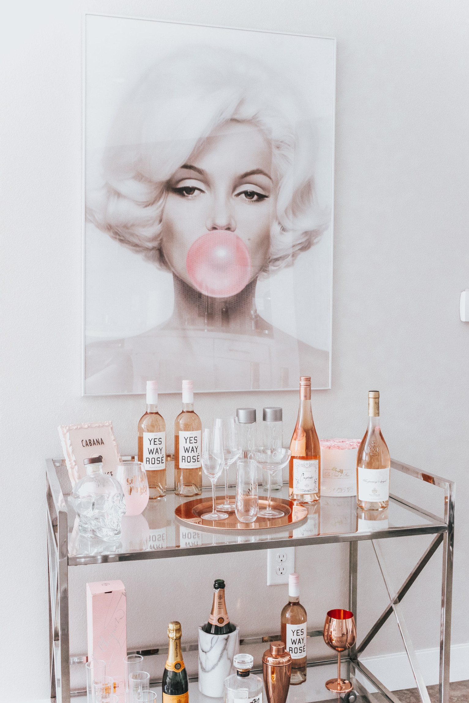 barChic-Marilyn-Monroe-Bar-Cart-17