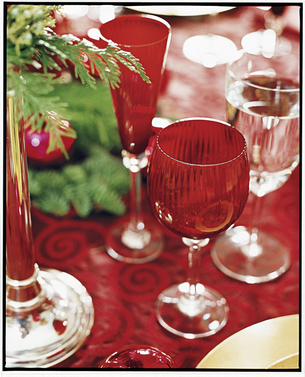 gallery-1478284818-holiday-decorations-red-glasses