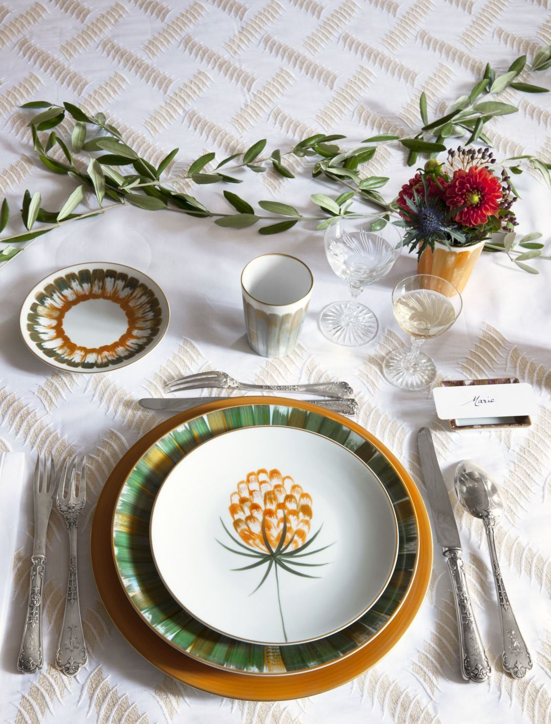 1478557386-holiday-place-setting-orange