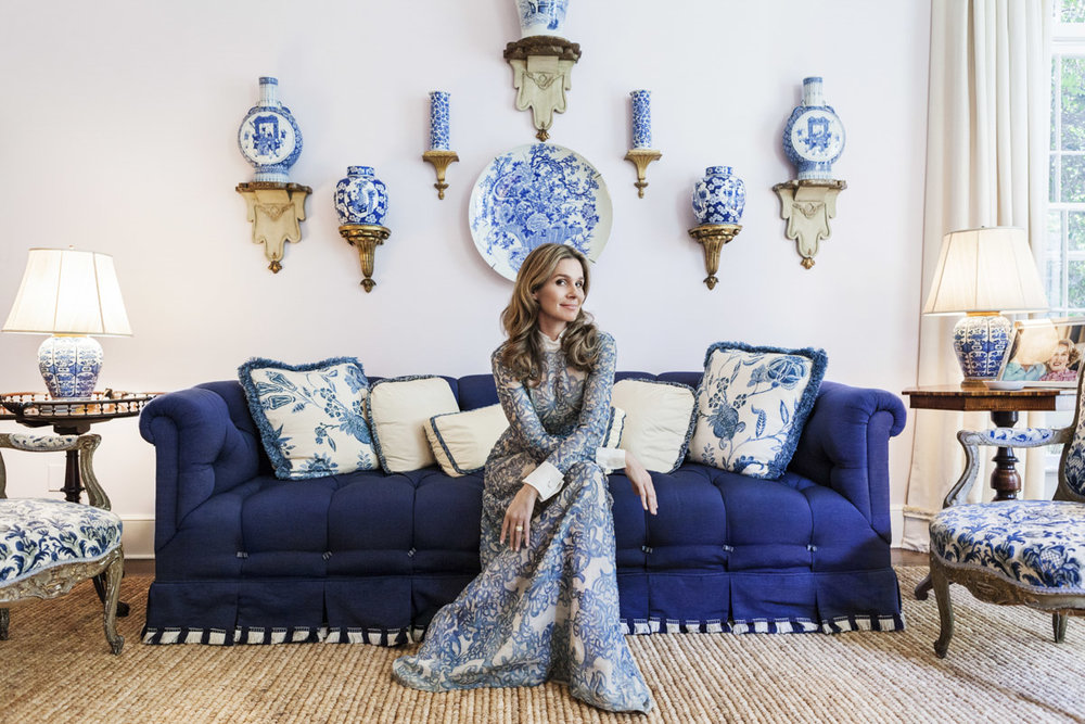 aerin-lauder-east-hampton-home-living-room-tufted-sofa-blue-white-porcelain