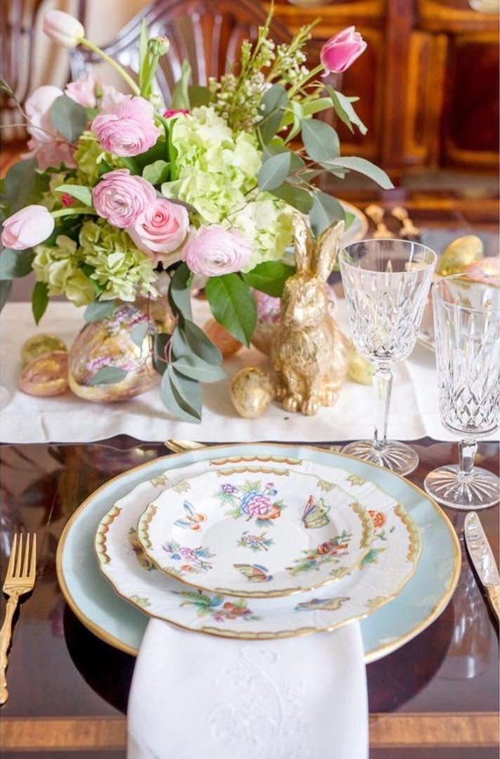 herend-queen-victoria-waterford-crystal-gold-bunnies-easter-rabbit-eggs-tablescape-gold-flatware