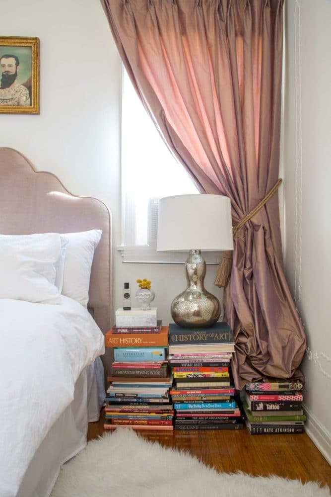 HOW-TO-DECORATE-THE-INTERIOR-WITH-BOOKS-AND-MAGAZINES-15-INTERESTING-IDEAS-2