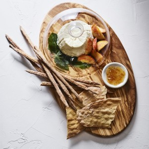 olivewood-board-with-cloche-o