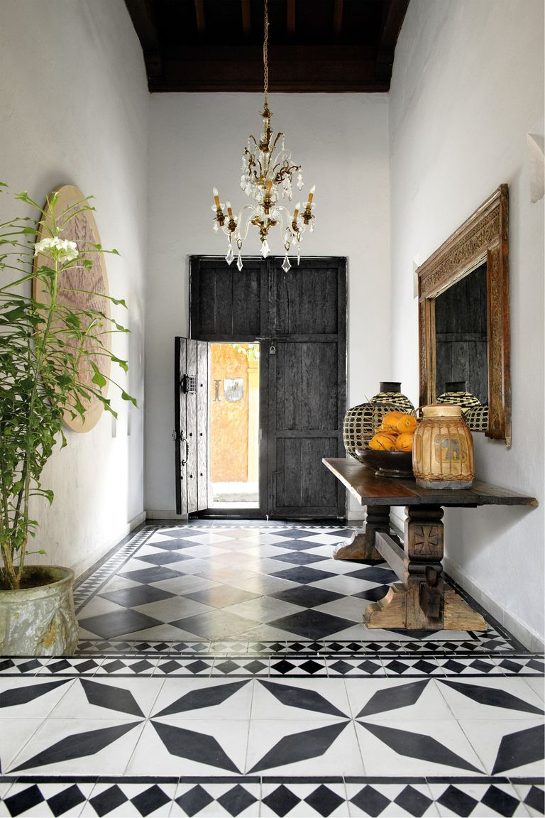 southern-charm-entryway-1533673562