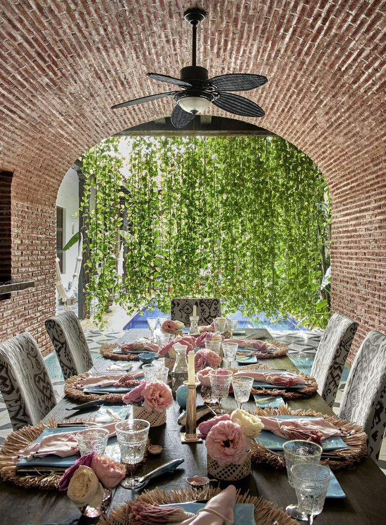 southern-charm-outdoor-dining-1533672827