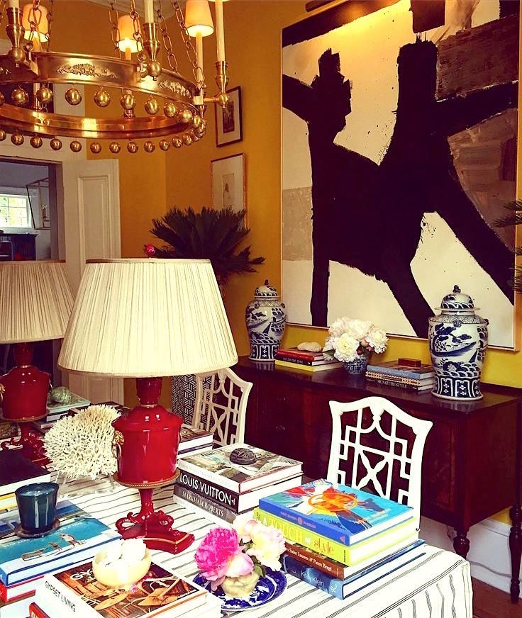 William-McLure-for-the-Southern-Style-Now-Showhouse-red-lamps-books-on-dining-table
