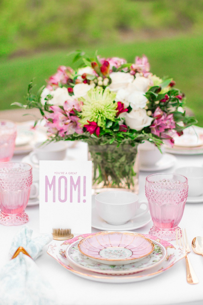 mothers-day-brunch-table