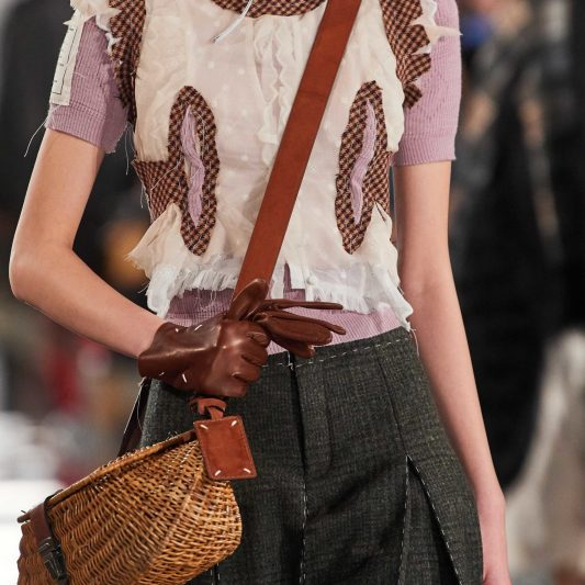 Maison-Margiela-Fall-2020-trends-runway-coverage-Ready-To-Wear-Vogue-wicker-bag-vintage-feel.-scaled