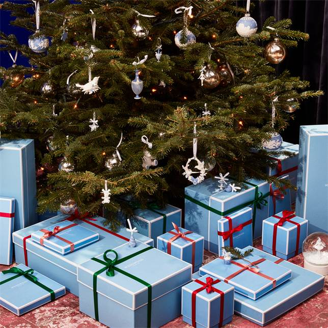 This image has an empty alt attribute; its file name is 1051627_wedgwoodamericas_03_christmas-2020-tree-ornament.jpg