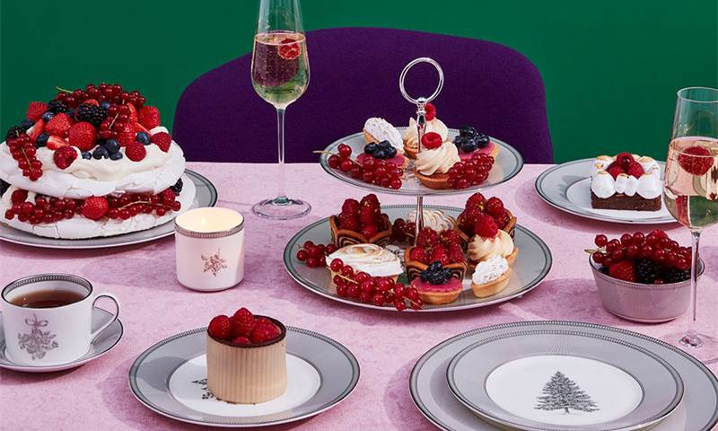 This image has an empty alt attribute; its file name is wedgwood_winter_white_collection_table_setting.jpg