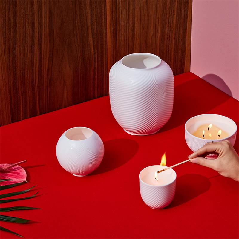 This image has an empty alt attribute; its file name is white_folia_candle_collection.jpg