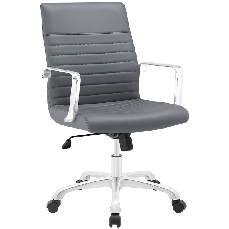 This image has an empty alt attribute; its file name is callenderofficechair.jpg