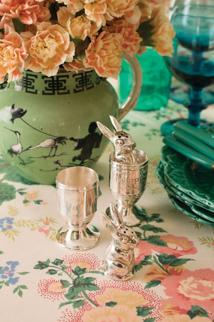 elegant Easter outdoor tablescape with chinoiserie touch