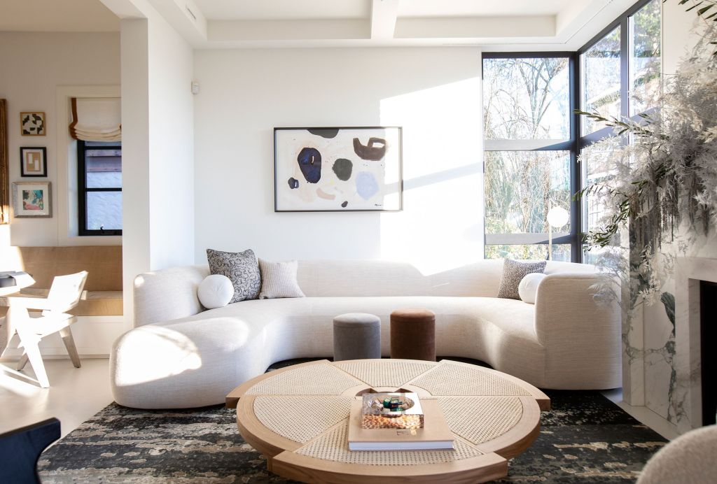 The curved and round shapes of the furniture will often make us feel easy and relaxed.