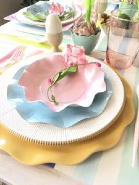 Cheerful Easter tablescape