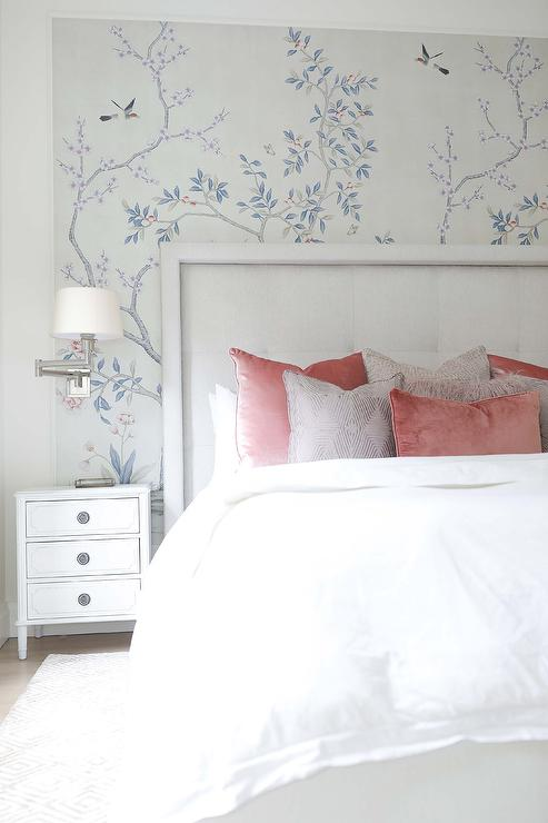 chinoiserie wallpaper in bedroom
