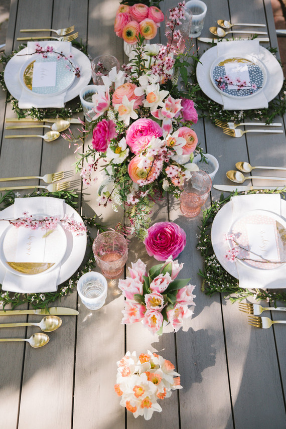 modern Easter outdoor tablescape in pastels