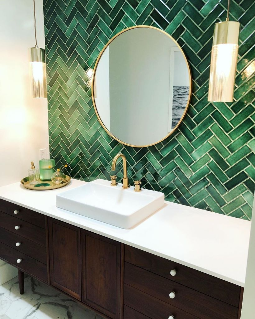 The emerald-green tiling wall