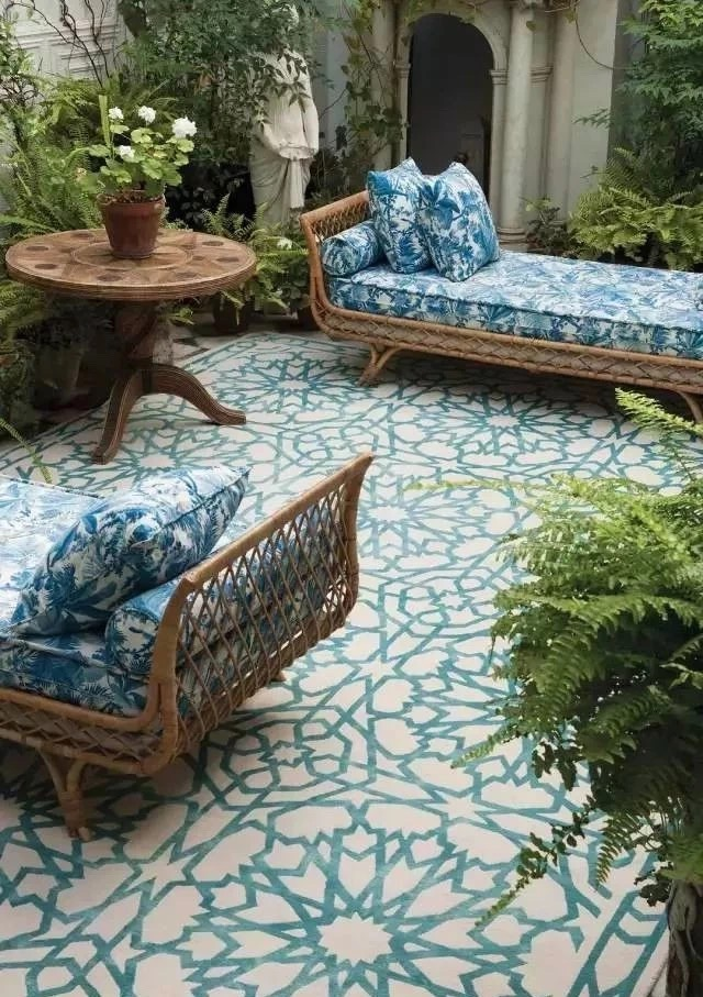 Patterened outdoor living space
