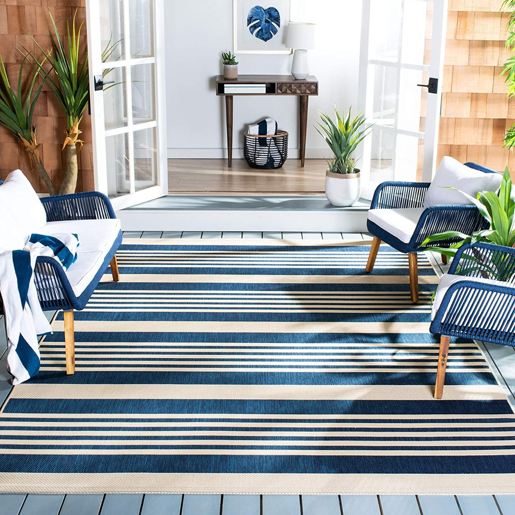 "Safavieh Courtyard Collection CY6062 Stripe Indoor/ Outdoor Non-Shedding Stain Resistant Patio Backyard Area Rug, 4' x 5'7"", Navy / Beige"