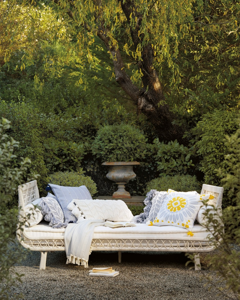 outdoor wicker Capistrano Daybed - Driftwood