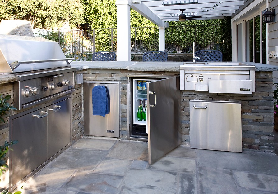 stainless steel outdoor kitchen cabinetry