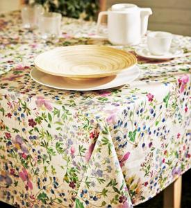 LUANA French Country Wild Flowers Rectangle Tablecloth - French Oilcloth Cotton Coated Easy Wipe Off Fabric Indoor Outdoor Party Table Decor